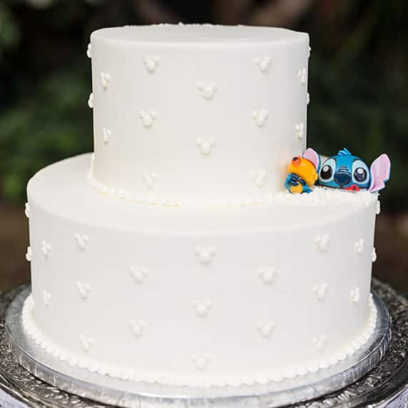 wedding cake wednesday lilo stitch at disney aulani disney weddings. Black Bedroom Furniture Sets. Home Design Ideas