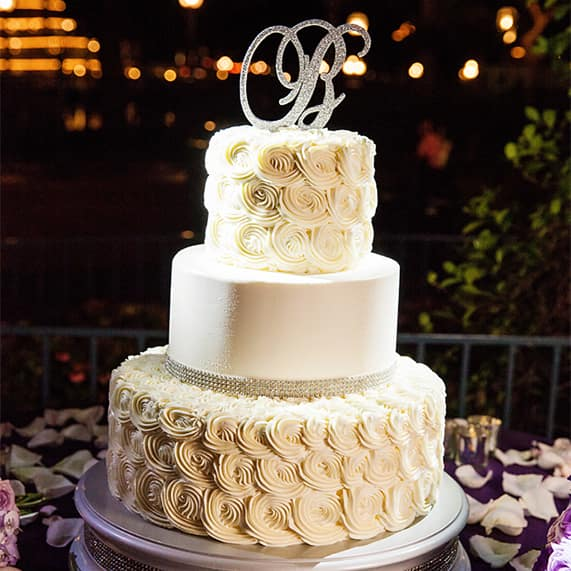 This White As Snow Disneyland Cake Is A Spectacular Heart Warming Slice Of Sugar For Winter Wonderland Inspired Reception