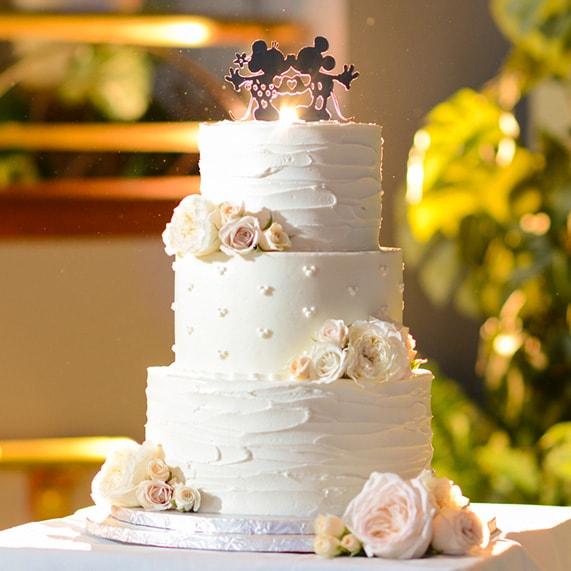 Wedding Cake Wednesday: Minnie & Mickey Kisses   Disney Weddings