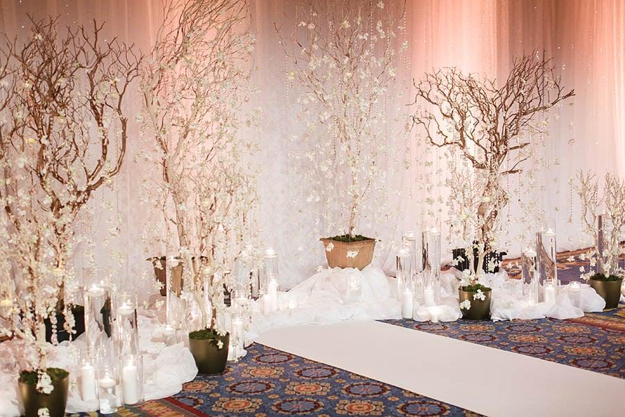 Disney weddings 2018 decor trends disney weddings ffb1936725db36e9c90e3e02c5d4855fg junglespirit Images