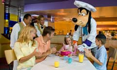 Goofy with Guests at Goofy's Kitchen
