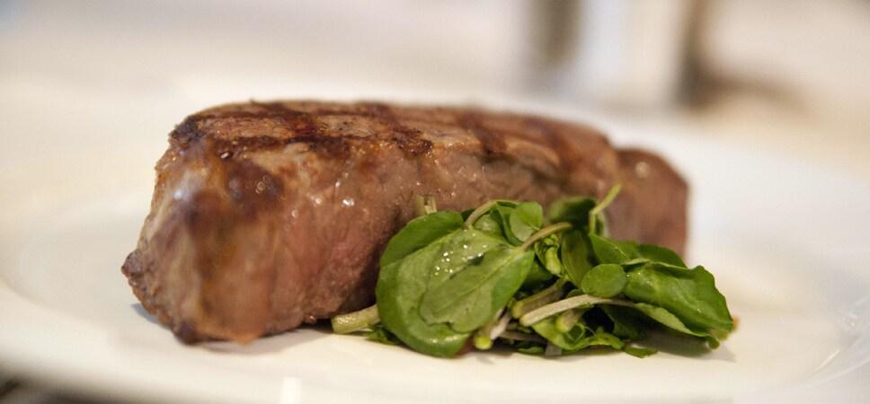 Un suculento corte de bistec de primera