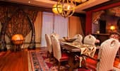 Área del comedor de la suite Adventureland del Disneyland Hotel