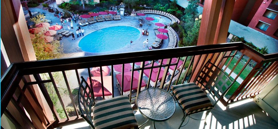Vista de las piscinas desde un balcón