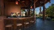 Bar semicircular al aire libre en Maji Pool Bar