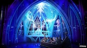 L'interprétation d'un artiste de l'attraction Frozen Ever After à Epcot