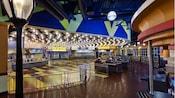 À l'intérieur de l'aire de restauration WorldPremiere au Disney'sAll-StarMoviesResort