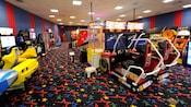 2jeux vidéo de course NASCAR dans une salle d'arcade au Disney'sAll-StarSportsResort