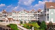 Vista do hotel e do terreno do Disney's Beach Club Villas