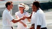 Saludo después de un partido de tenis de dobles