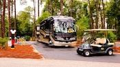 Autobus et voiturette électrique au Disney's Fort Wilderness Resort
