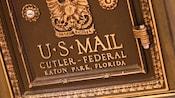 Face avant d'une boîte aux lettres américaine en bronze