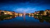 Una fuente en medio del lago en Disney's Saratoga Springs Resort & Spa