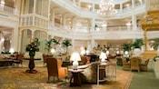 Le somptueux coin salon dans le hall au Disney'sGrandFloridianResort&Spa