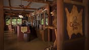 Vista del interior de Crockett's Tavern situada en Disney's Fort Wilderness Resort