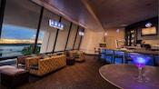 Lounge Outer Rim, no Disney's Contemporary Resort com vista panorâmica da Bay Lake