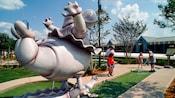 Hipopótamos bailarines en Disney's Fantasia Gardens Miniature Golf Course