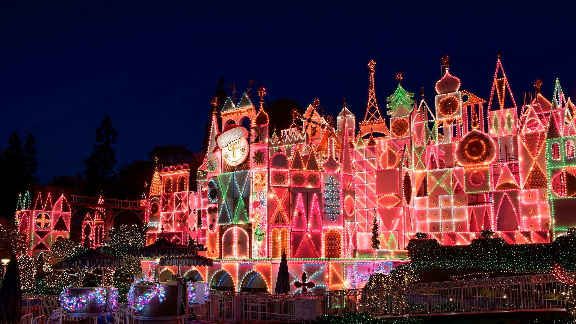 It s A Small World Holiday Lighting