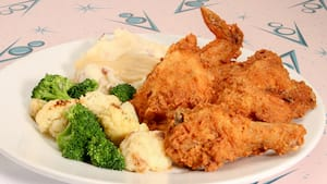Fried chicken paired with broccoli, cauliflower and mashed potatoes
