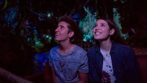 Una pareja sonriente