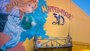 A mural on the side of the Muppet*Vision 3D building that depicts Miss Piggy holding Kermit the Frog
