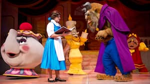 Personajes emblemáticos actúan en vivo durante Beauty and the Beast – Live on Stage en Disney's Hollywood Studios