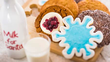 Un assortiment de biscuits des Fêtes et d'autres sucreries pendant le Mickey's Very Merry Christmas Party