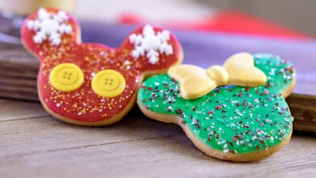 2 cookies decorated to look like Mickey Mouse and Minnie Mouse