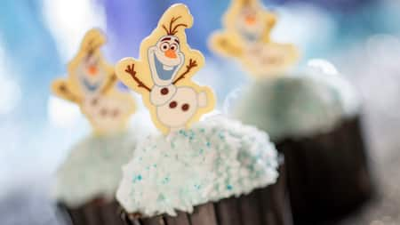 3 cupcakes decorated with Olaf from Frozen