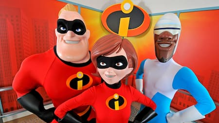 Mr. Incredible e Elastigirl perto do Frozone