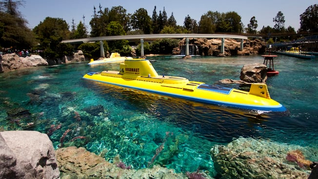 Finding Nemo Submarine Voyage Rides Amp Attractions