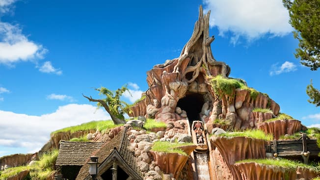 A log full of Guests during the final drop on the majestic Splash Mountain