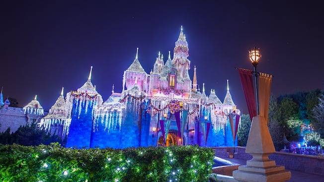 Superbe Holiday Décor. Disneyland Park