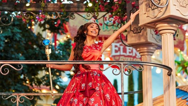 Princess Elena sings from a balcony