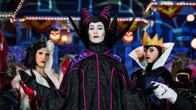 mickeys halloween party villains character meeting disneyland park
