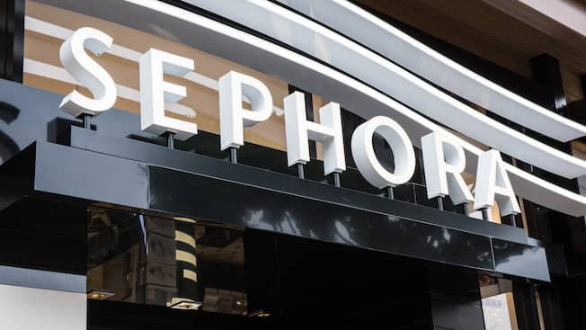 A storefront with a sign that reads Sephora