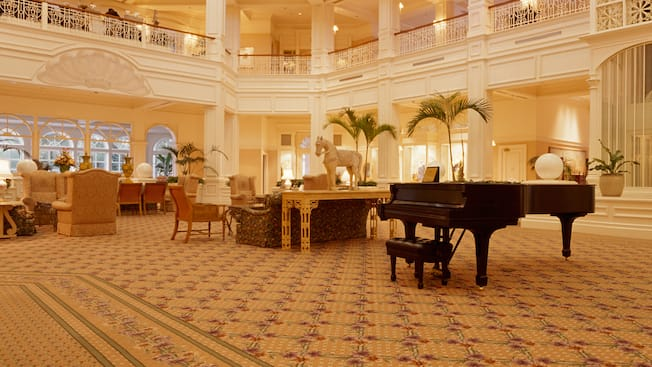 Un piano à queue dans le hall élégant du Disney's Grand Floridian Resort & Spa