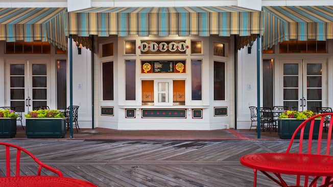 Guichet extérieur du Pizza Window au Disney's BoardWalk