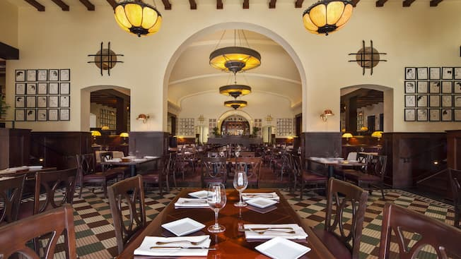 A sala de jantar do Hollywood Brown Derby no Disney's Hollywood Studios