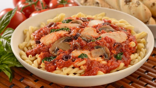 Pasta with tomato sauce, mushrooms, basil and chicken