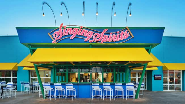 Exterior frontal del Singing Spirits Pool Bar en Disney's All-Star Music Resort