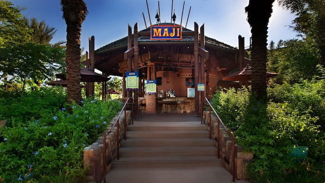 Entrada a Maji Pool Bar de temática africana en Disney's Animal Kingdom Villas – Kidani Village