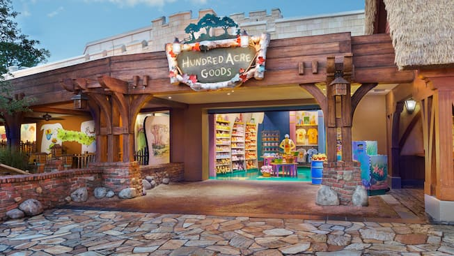 Fachada de Hundred Acre Goods en Fantasyland en el parque Magic Kingdom