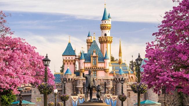 ผลการค้นหารูปภาพสำหรับ Disneyland