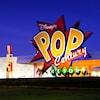 Logotipo gigante para Disney's Pop Century Resort