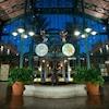 Fuente del vestíbulo de The Mint, el edificio principal de Disney's Port Orleans Resort – French Quarter