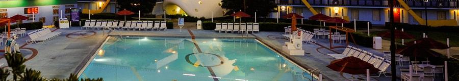 Piscina Duck Pond, em formato de um ringue de hóquei e inspirada em Os Super Patos