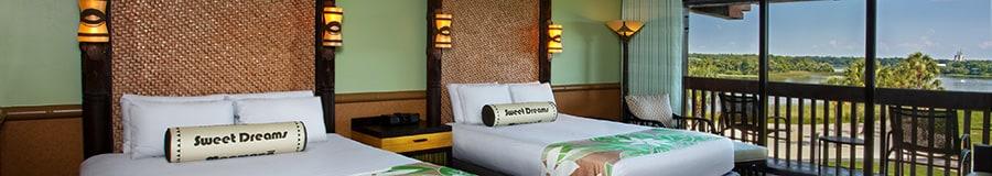 2grands lits avec tête de lit en rotin