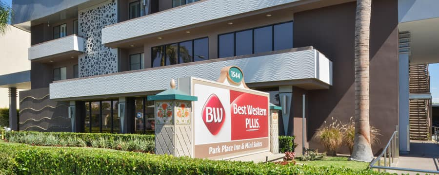 Outside View Of The Best Western Plus Park Place Inn Mini Suites