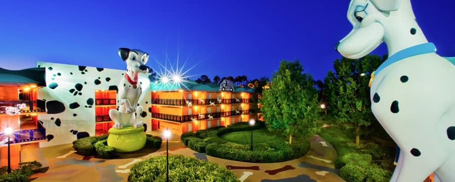 Las estatuas de Perdita y Pongo sobresalen en Disney's All-Star Movies Resort
